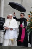 Pope+Benedict+XVI+Visits+Turin+8AUWyVE-x7Il