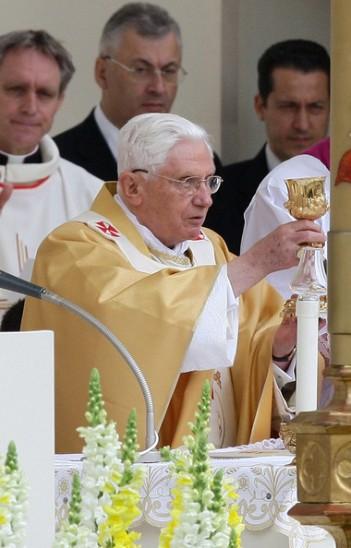 Pope+Benedict+XVI+Visits+Turin+RNWxzNfJl7Hl