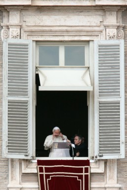 2_00000_Pope_Attends_Final_Angelus_Prayers_Befor