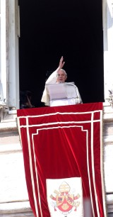 5_0000_Pope_Attends_Final_Angelus_Prayers_Before