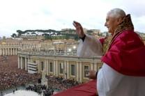benedikt-2005-balkon-papstwahl-DW-Politik-Vatikan-Stadt