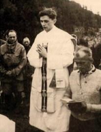 Misa de campaña del joven Joseph Ratzinger en 1952