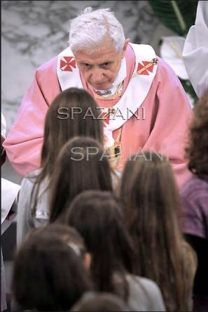Papa_Benedetto_XVI_visita_pastorale_11_dicembre_2011_16