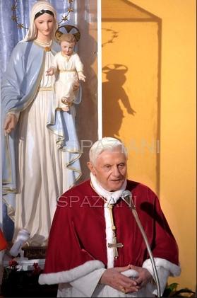 Papa_Benedetto_XVI_visita_pastorale_11_dicembre_2011_2