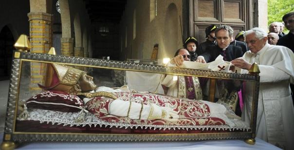 Sulmona 2010-Benedicto XVI-Celestino V