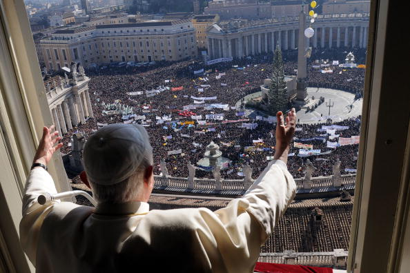 Thousands Celebrate Sunday Angelus With Pope