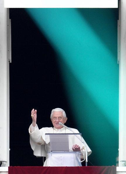 Pope Benedict XVI blesses the faithfulls