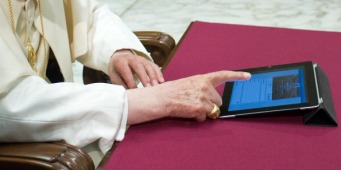 Pope Benedict XVI Sends First Personal Tweet