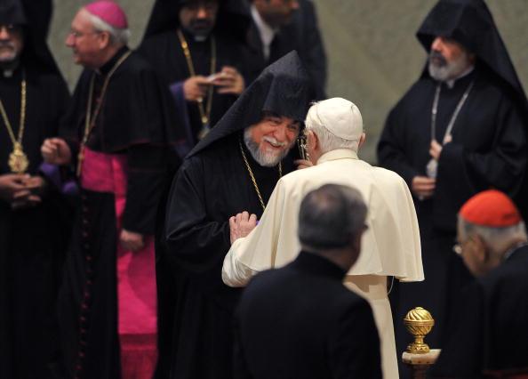 Pope Benedict XVI (C) greets Aram I, Cat